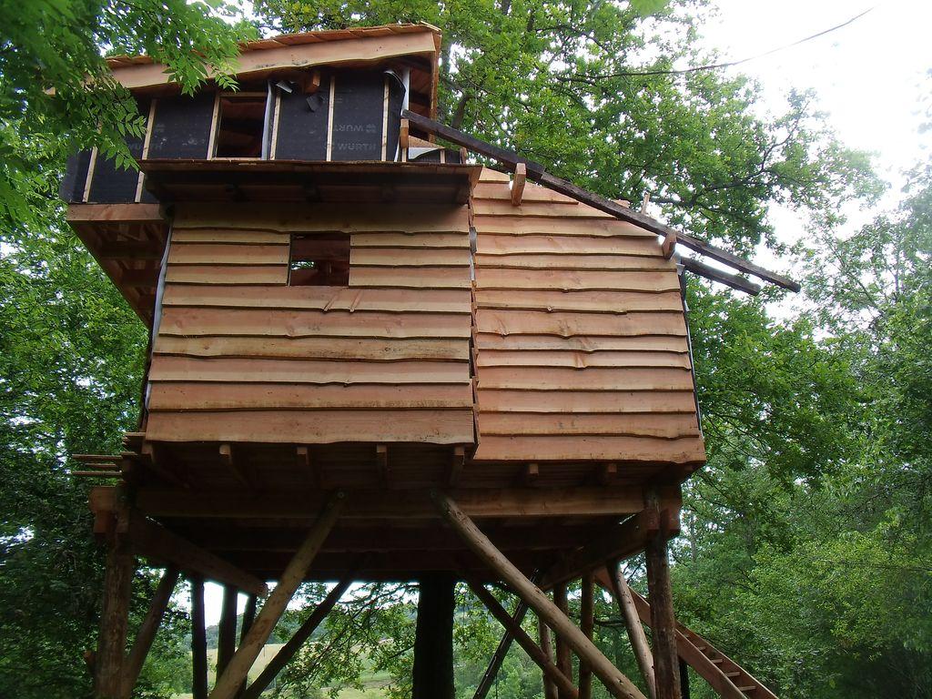 cabanes dans les arbres 64 le chantier continu cabanes dans les arbres 64 cabanes perch es 64. Black Bedroom Furniture Sets. Home Design Ideas